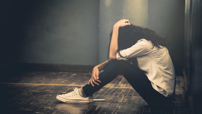 Smutna nastolatka. Depresja. Problemy psychiczne
