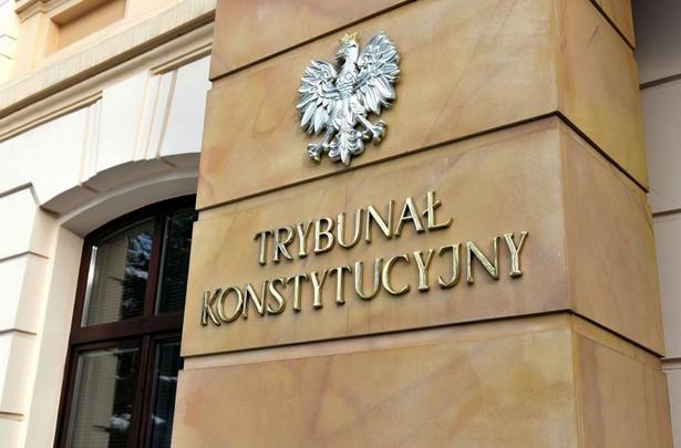 """W rezolucja zaapelowano też do prezydenta Dudy o """"odebranie przysięgi od prawidłowo wybranych sędziów Trybunału Konstytucyjnego""""."""