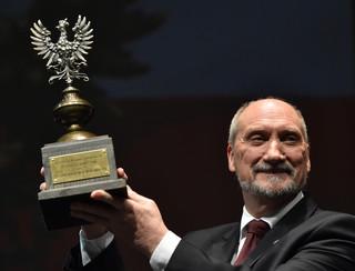 Macierewicz odebrał nagrodę 'Patriota Roku 2016'. Podziękował Rydzykowi za ukształtowanie nowego pokolenia Polaków