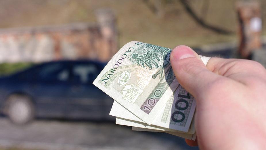 Kupując używany samochód należy dokładnie sprawdzić jego stan techniczny - nestonik/stock.adobe.com