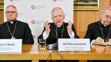 Polscy naukowcy obnażyli system. Czy biskupi żyją dłużej dzięki modlitwom wiernych?