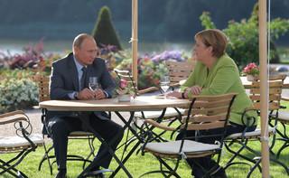 Ofensywa uprzejmości legalizuje putinizm w Niemczech i Austrii
