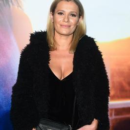Anna Oberc w bluzce z bardzo głębokim dekoltem na premierze filmu. Co za stylizacja!