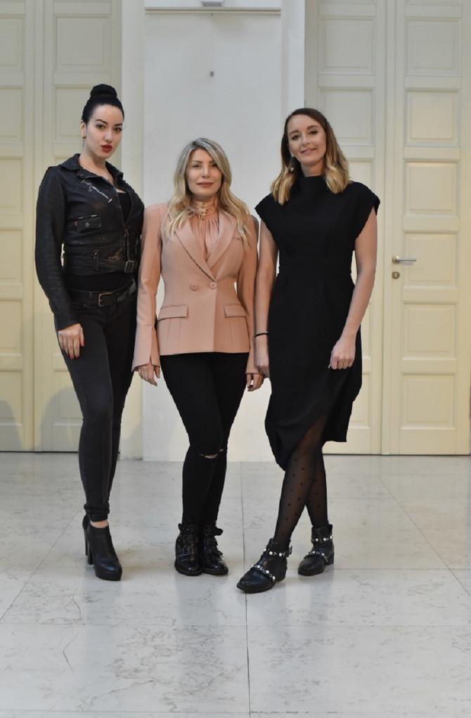 Tara, Jelena i Marta na konferenciji u Beogradu