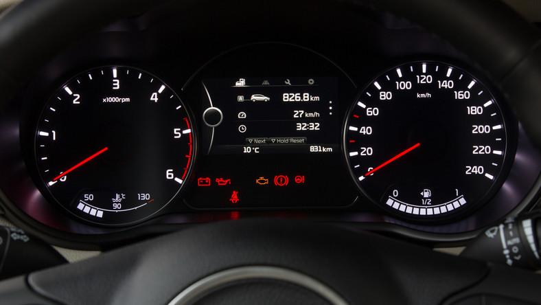 Specjaliści z Euro NCAP ogłosili najnowsze wyniki testów zderzeniowych. Niszczącym próbom poddali samochody, które przed chwilą zadebiutowały na rynku. Japońscy i niemieccy inżynierowie nie mają powodów do euforii po eksperymentach przeprowadzonych przez inżynierów z Euro NCAP. Kia, Mazda, Honda, Citroen, Lexus i Toyota mogą odbijać szampana, jednak ich świętowanie nie powinno być huczne. Powód? Pod ich nosem pojawił się groźny rywal z Chin, który pod względem bezpieczeństwa już dogonił konstrukcje europejskie, koreańskie i japońskie! Które modele okazały się najlepsze? Kto nie miał tyle szczęścia? Przypominamy, że obecnie punktację w poszczególnych kategoriach ustala się na podstawie kilku testów zderzeniowych, w tym uderzenia czołowego przy 64 km/h, uderzenia bocznego przez inny pojazd przy 50 km/h, uderzenia bocznego przez słup przy 29 km/h i potrącenia pieszego przy 40 km/h. Euro NCAP poddaje również ocenie elektroniczny system stabilizacji toru jazdy (ESC). Oto najnowsza lista…