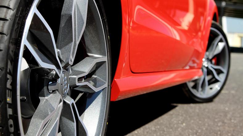 W latach osiemdziesiątych XX wieku audi S1, zbudowane na bazie modelu sport quattro, dominowało w rajdowych mistrzostwach świata. Niedawno niemiecki producent zdecydował się odkurzyć legendarną nazwę, a teraz Audi wprowadza na polski rynek nowe modele S1 i S1 sportback, czyli rasowe wcielenie miejskiego A1..