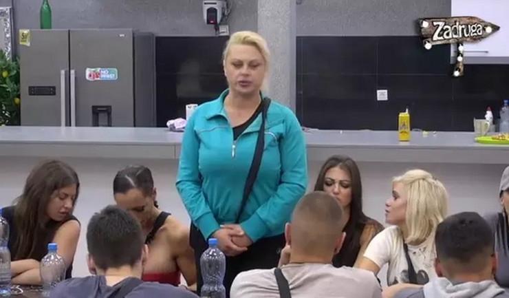 POSLE INCIDENTA U ZADRUZI 2: Miljaninoj majci Mariji Kulić polomljene naočare, obezbeđenje sprečilo HAOS