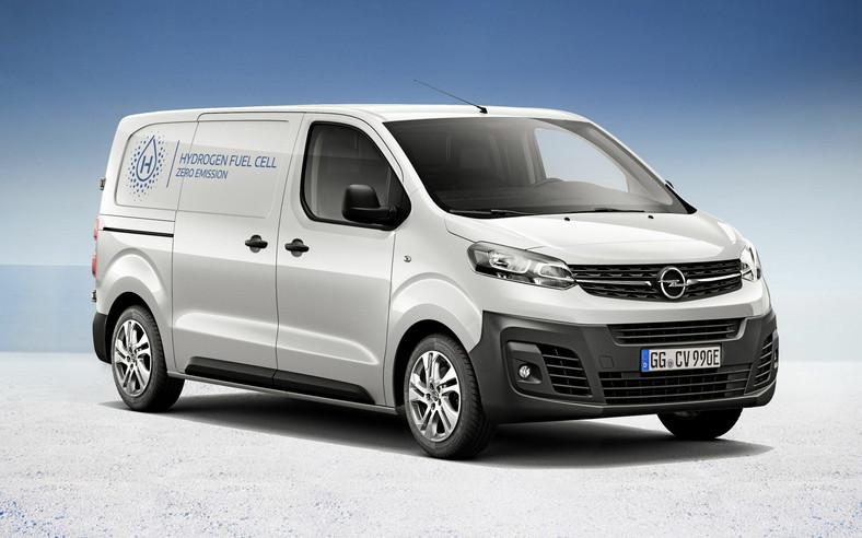 Opel Vivaro-e HYDROGEN dzięki zastosowaniu ogniw paliwowych jest jeżdżącą fabryką elektronów. Prąd, który zasila silnik elektryczny auta powstaje w wyniku reakcji wodoru z tlenem
