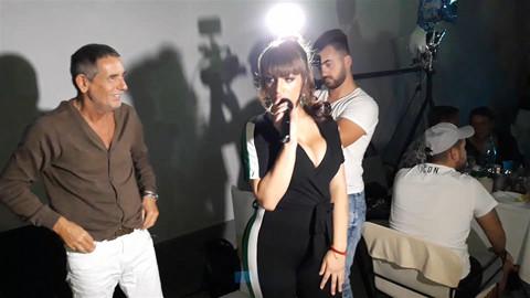 Miljana se na žurki latila mikrofona, a onda je sve šokirala kada se približila Lepom Mići!