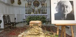 Bardzo skromny grób Danuty Szaflarskiej