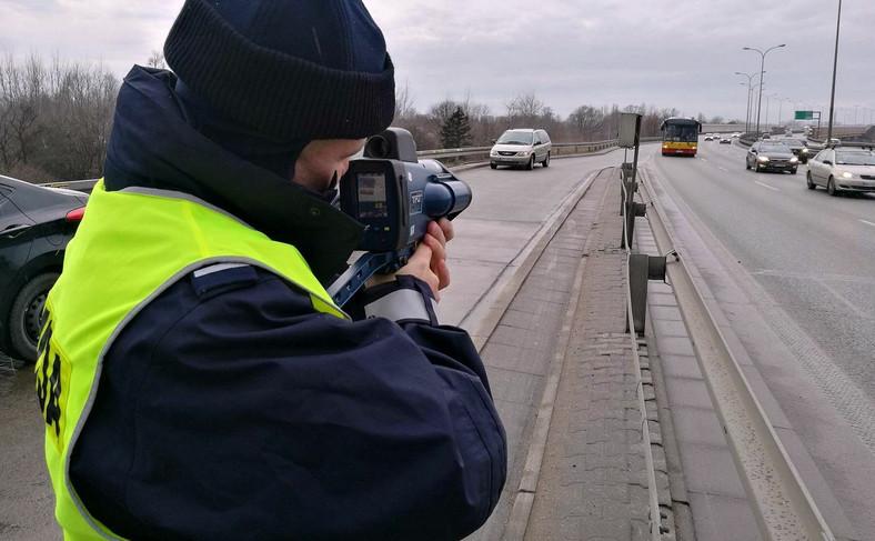 Funkcjonariusze ruchu drogowego z całej Polski przechodzą szkolenie teoretyczne i praktyczne z obsługi mierników