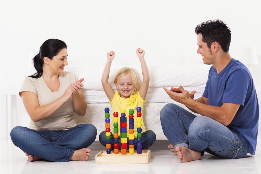 zabawa rodzina z dziecko