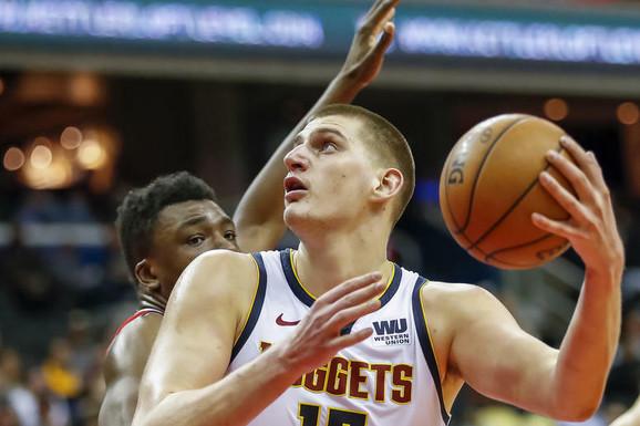 """""""IMAO JE PROBLEM SA PUTOVANJEM IZ SRBIJE!"""" Američki novinar podigao BURU: Denver ide na NBA završnicu, ali ne i Nikola Jokić!"""