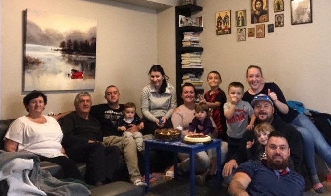 Porodica Radanović čuva urnu sa Deninim pepelom