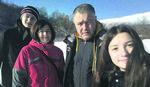 RADIMO DVA POSLA, NAJVIŠE TROŠIMO NA HRANU Evo koliko novca treba četvoročlanoj porodici u Srbiji ZA PRISTOJAN ŽIVOT