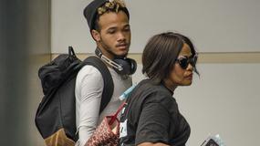 Mama i brat Rihanny przyłapani na lotnisku. Podobni do słynnej wokalistki?