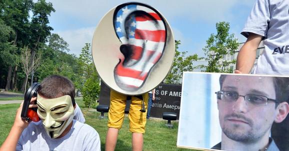 Sa protesta zbog prisluškivanja 2013. ispred američke ambasade u Kijevu