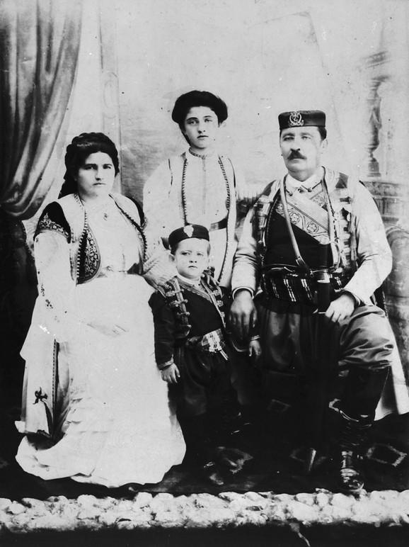 Serdar Janko Vukotić sa porodicom