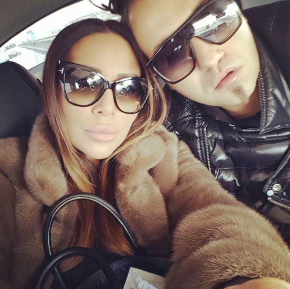 Ana Nikolić i Stefan Đurić Rasta, selfi u automobilu