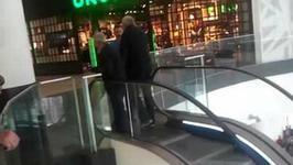 Wyścig na ruchomych schodach w łódzkim centrum handlowym przejdzie do historii. Musicie to zobaczyć!