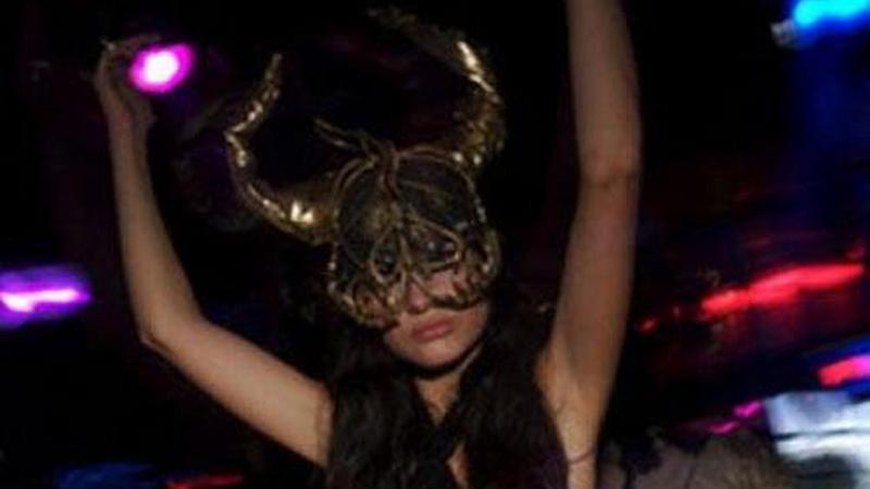 igazi swinger orgiák nagy popsi lány baszik