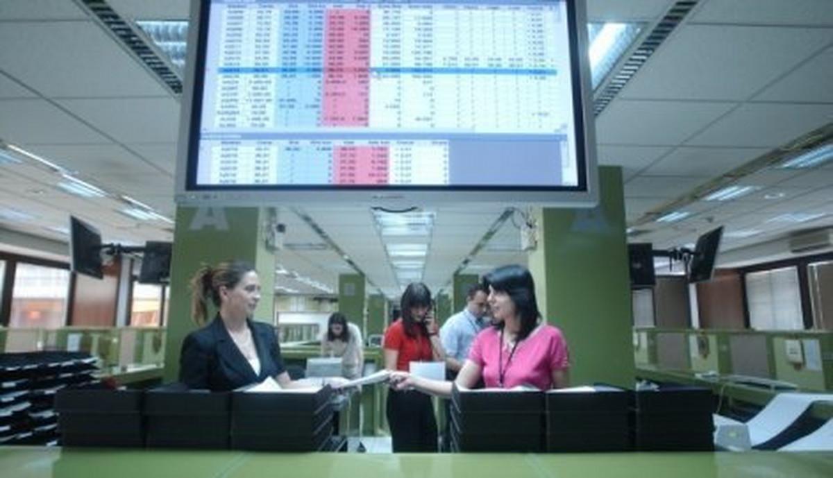 Aerodrom ojacao, NIS oslabio na pocetku trgovacke nedelje