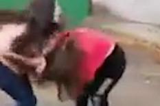 HOROR Devojčica se zaljubila u dečaka, a on je namamio da bi je pet učenica TUKLO TRI SATA (UZNEMIRUJUĆI VIDEO)