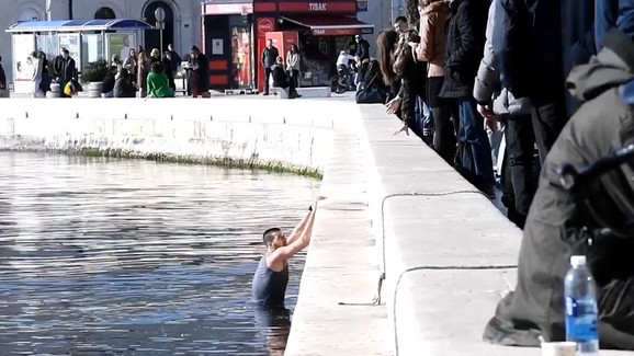 Srpski vaterpolista se spasio skokom u more