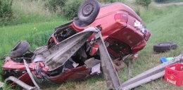 Pijacki rajd młodego kierowcy. Skończył w rowie na dachu!