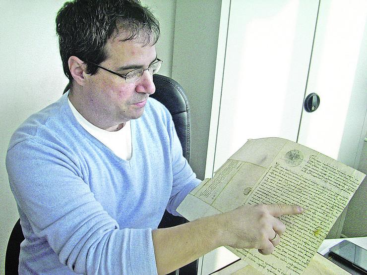 pirot05 istoricar predrag vidanovic sa hilandarskim pismom