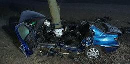 """Straszna śmierć na Kaszubach. Auto rozbiło się na drzewie. """"Tak jakby chcieli zginąć"""""""