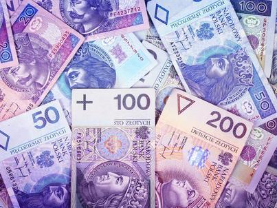 Rząd planuje podnieść minimalne wynagrodzenie do 2100 zł