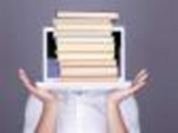 Coraz rzadziej zaglądamy do księgarń, bo przez podwyżkę podatku VAT i innych kosztów ceny książek wzrosły o 12 procent.
