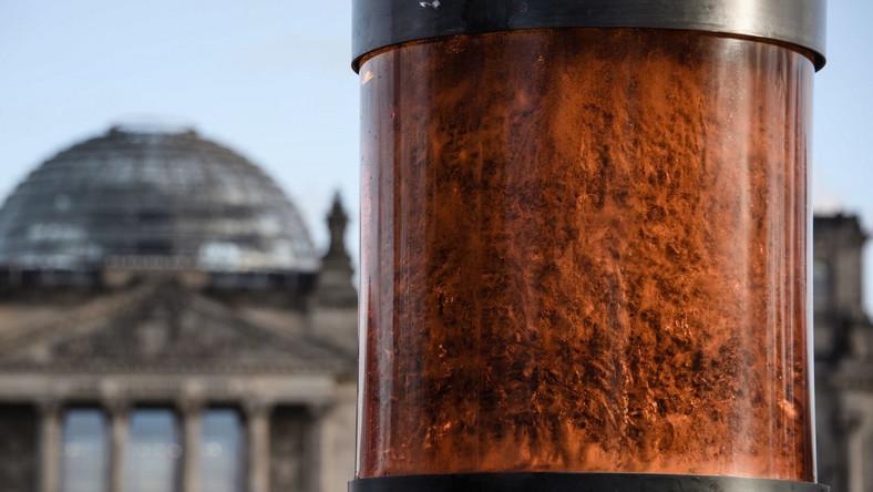 Urna z prochami ofiar Holokaustu