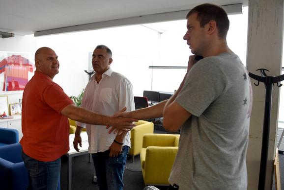 Kapiten košarkaša Partizana u srdačnom razgovoru sa urednikom sportske rubrike
