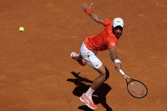 Novak Đoković tokom madridskog polufinalnog meča protiv Dominika Tima