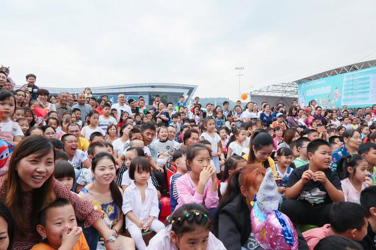 """Predstava """"Mačak i petao"""" na festivalu u Minjangu, Kina, Pan teatar"""