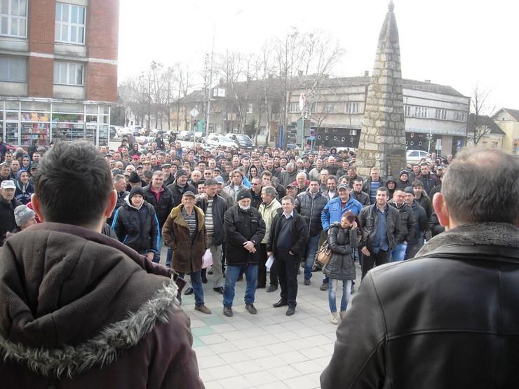 583847_bogatic-01-ultimatum-drzavi-protest-poljoprivrednika-u-bogaticu-foto-macvainfo.rs