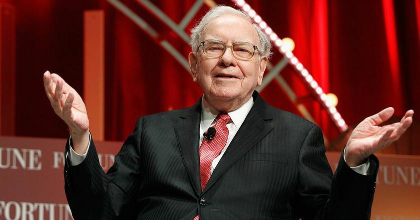 Warren Buffett osiągnął w biznesie szczyty. Gdy podejmuje decyzje, emocje odkłada na bok, myśli o długofalowych konsekwencjach