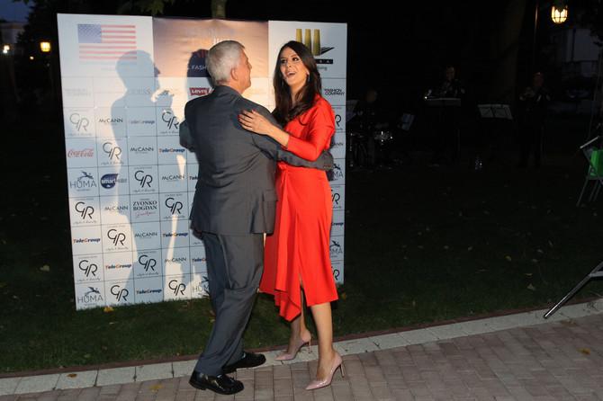Tamara Vučić pleše sa američkim ambasadorom