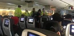 """Dramatyczne sceny na pokładzie samolotu: """"Widziałam ciała uderzające w sufit"""""""