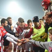 NAJLEPŠA PODRŠKA CRVENO-BELIMA Fudbaleri Zvezde pobedili, ali kada vidite ove fotografije SRCA ĆE VAM SE OTOPITI /FOTO/