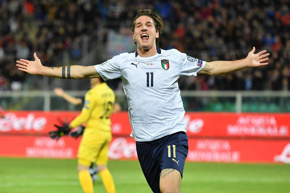 Nikolo Zaniolo slavi jedan od devet golova Italije protiv Jermenije
