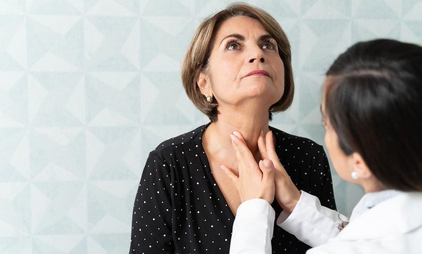 Badanie palpacyjne nie zawsze wystarcza, ale biopsja tarczycy jest bezpieczna