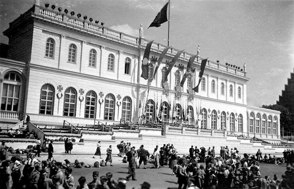 Południowe skrzydła Pałacu Królewskiego zostały spalone po wojnie przez czerwonoarmistów i zburzone w 1969 roku, bo rzekomo nie reprezentowały większej wartości zabytkowej