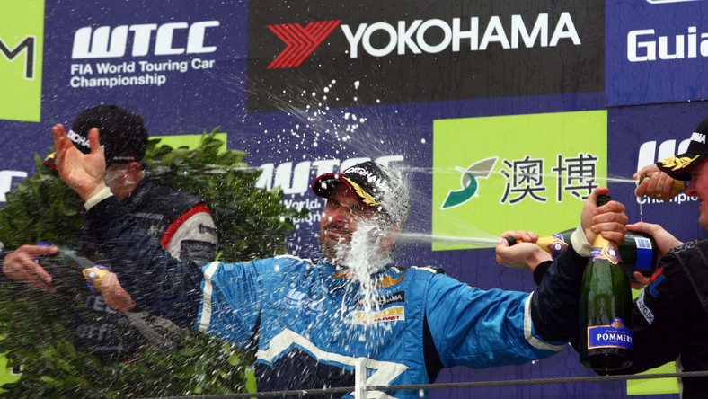 Yvan Muller wywalczył tytuł Mistrza Świata WTCC 2011