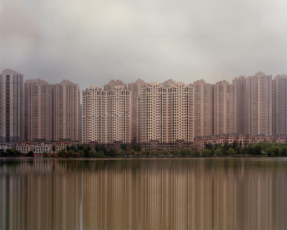 W 2015 roku Caemmerer sfotografował dystrykt Ordos-Kangbashi, finansowy dystrykt Yujiapu, a także osiedle w pobliżu Jeziora Meixi.