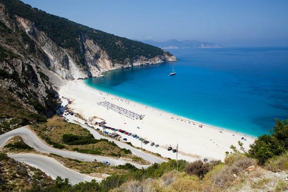 Myrtos, jedna od najlepših plaža na svetu; foto-shutterstock