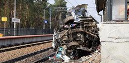 Pociąg zmiótł karetkę. Nowe informacje o stanie zdrowia kierowcy