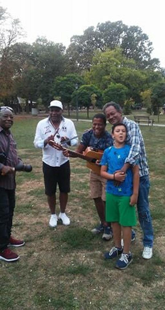 Horhe sa članovima benda i sinom Adrianom